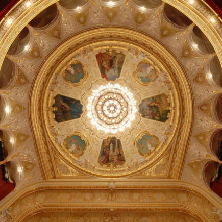 Odessa_opera_theater_ceiling-1